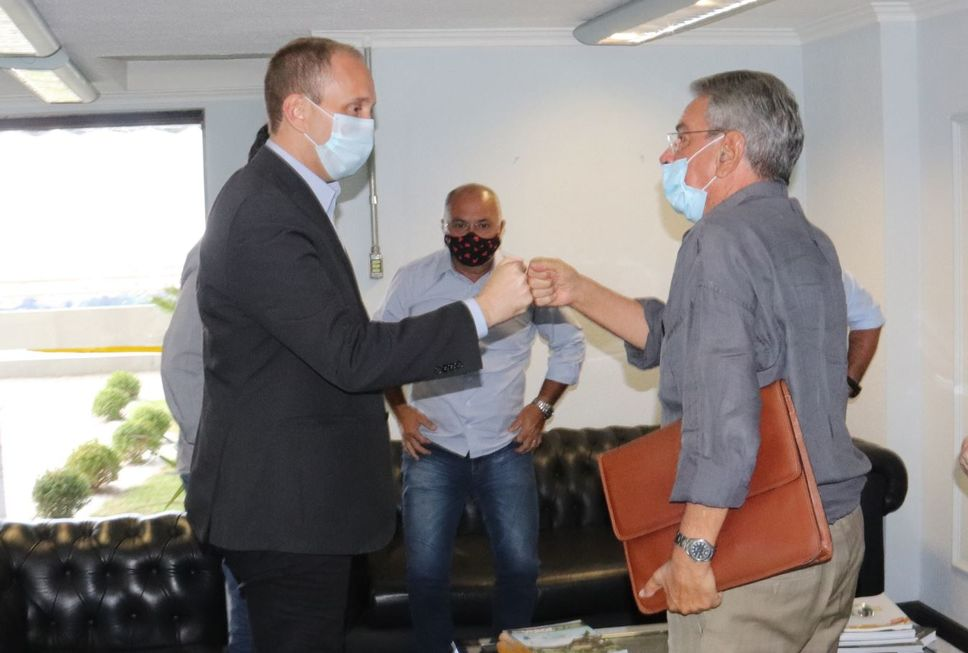 Manga recebe ex-prefeito Pannunzio