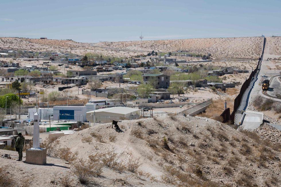 México detém crianças na fronteira americana