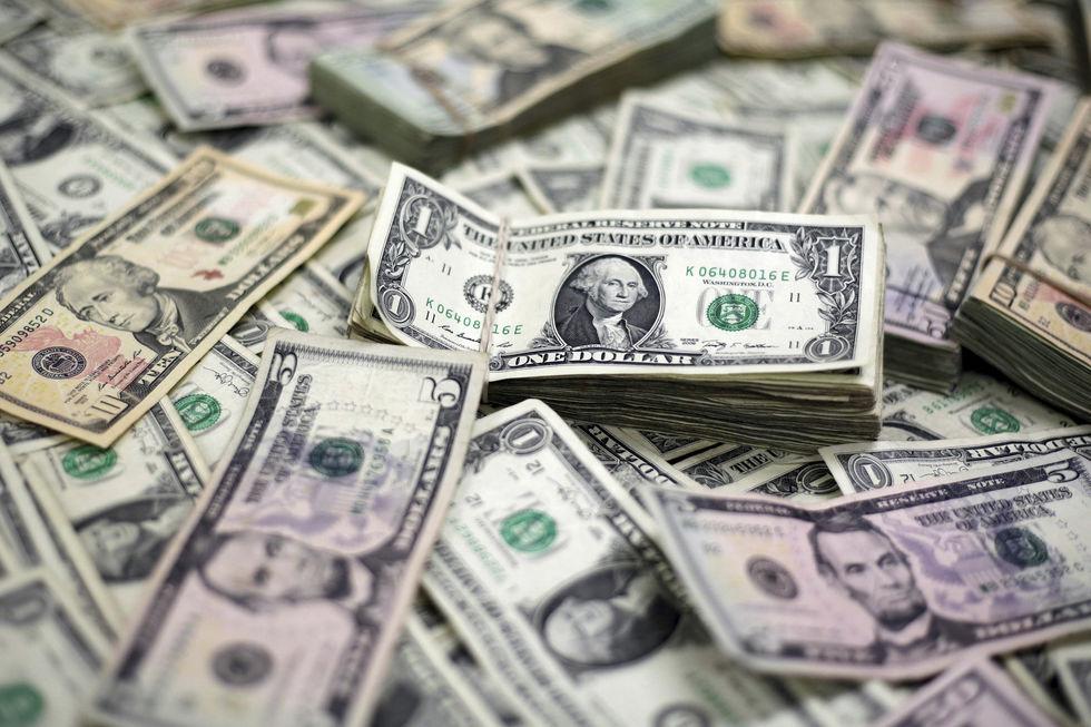 Dólar sobe 1,81% com temor sobre Orçamento