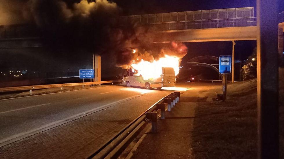 Polícia identifica dupla suspeita de incendiar ônibus do João Romão