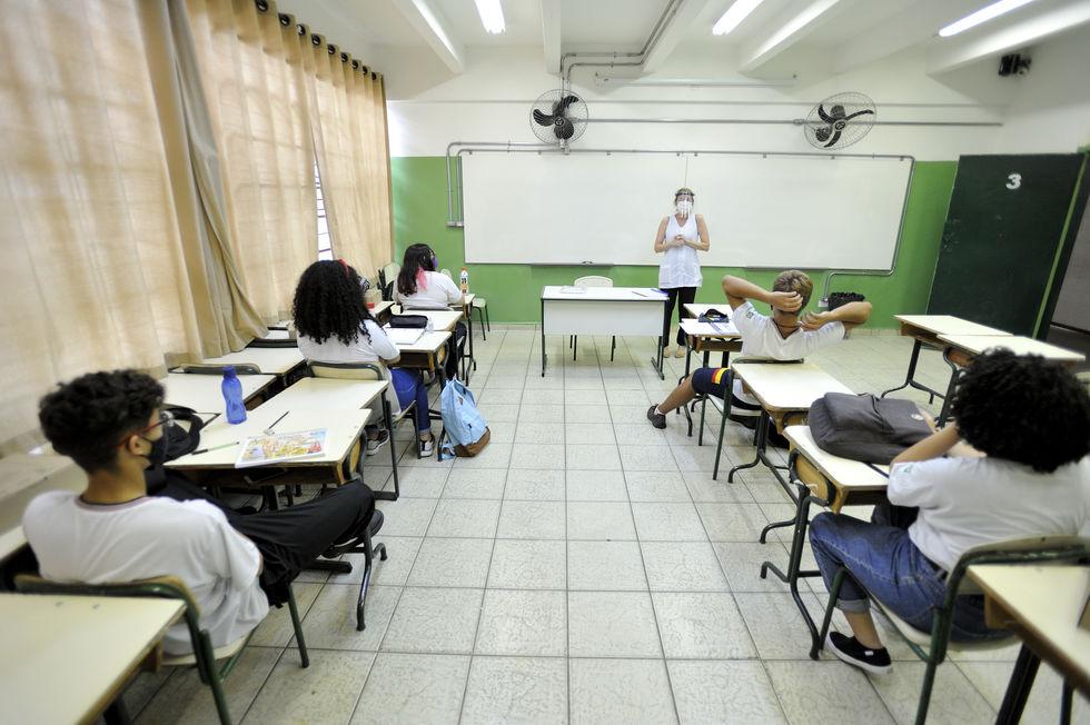Professores são incluídos no grupo prioritário de vacinação
