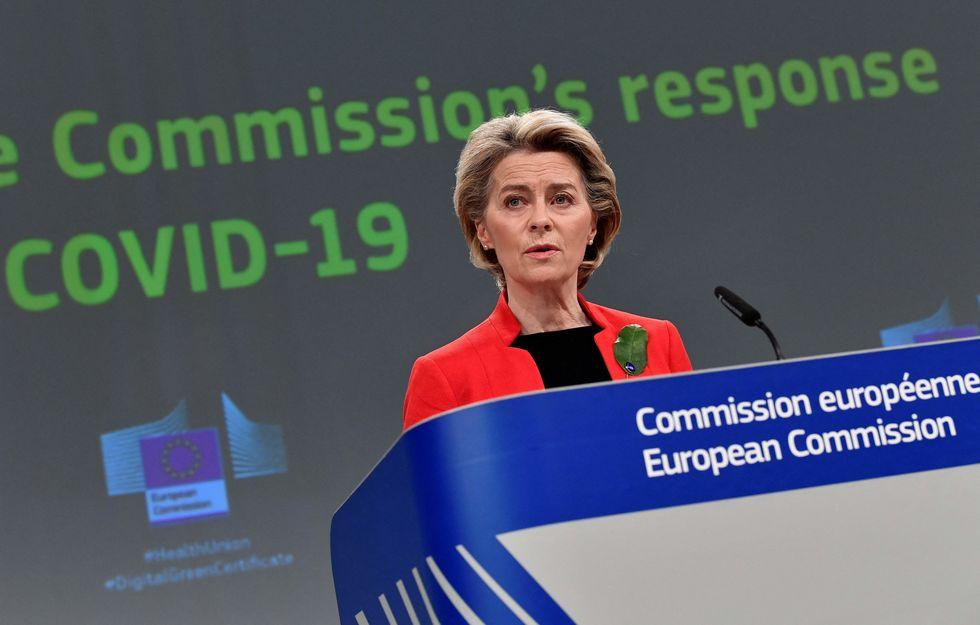 UE estuda adoção de passaporte sanitário