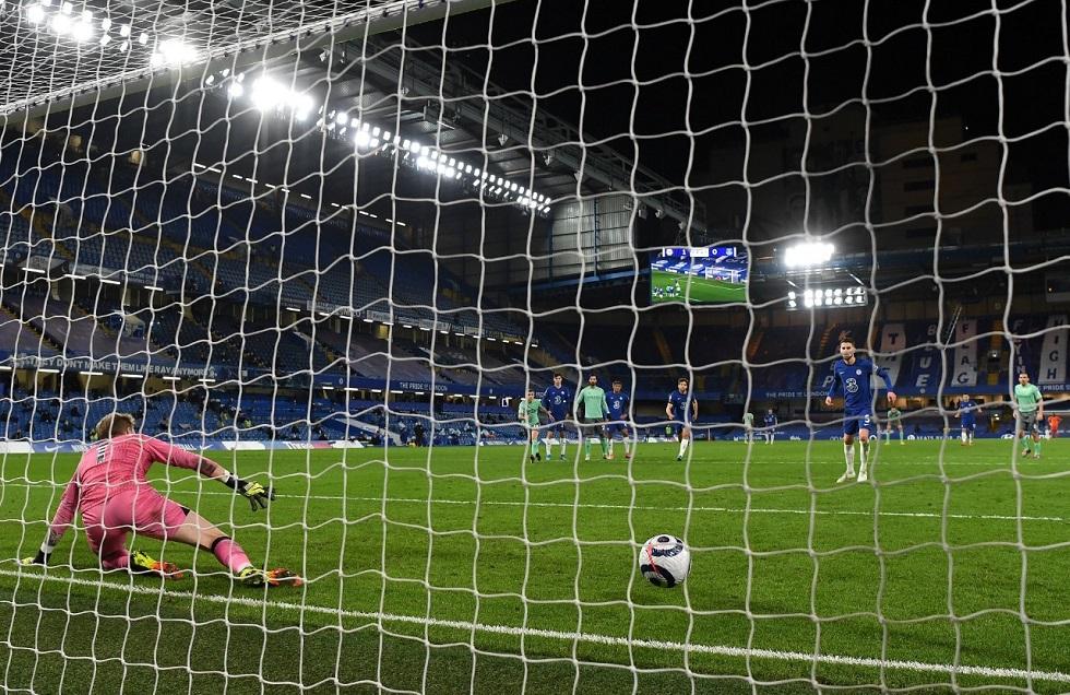 Chelsea vence o Everton e mira líderes do Inglês