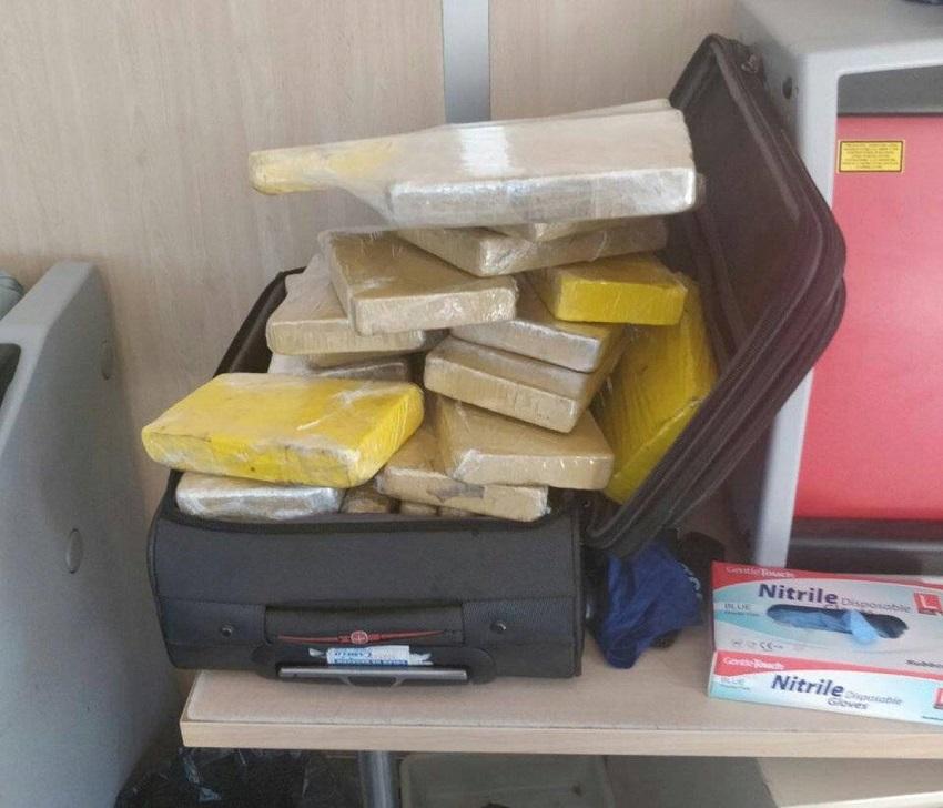 Militares são presos por cocaína em avião da FAB