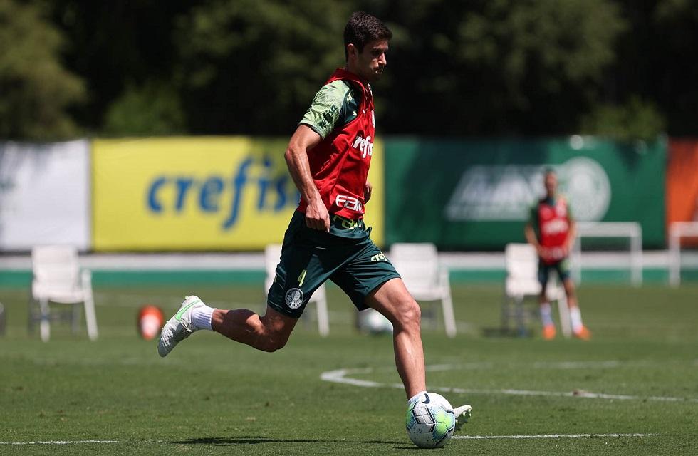 Kuscevic e Veron seguem em tratamento no Palmeiras