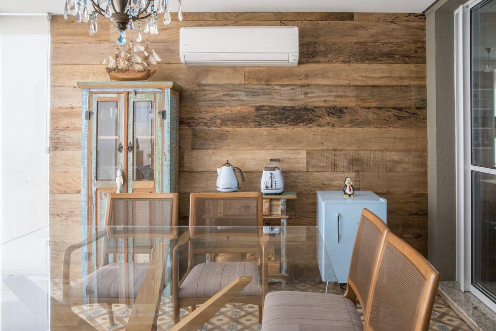 Além de elegante e rústica, a madeira de demolição é ecologicamente correta