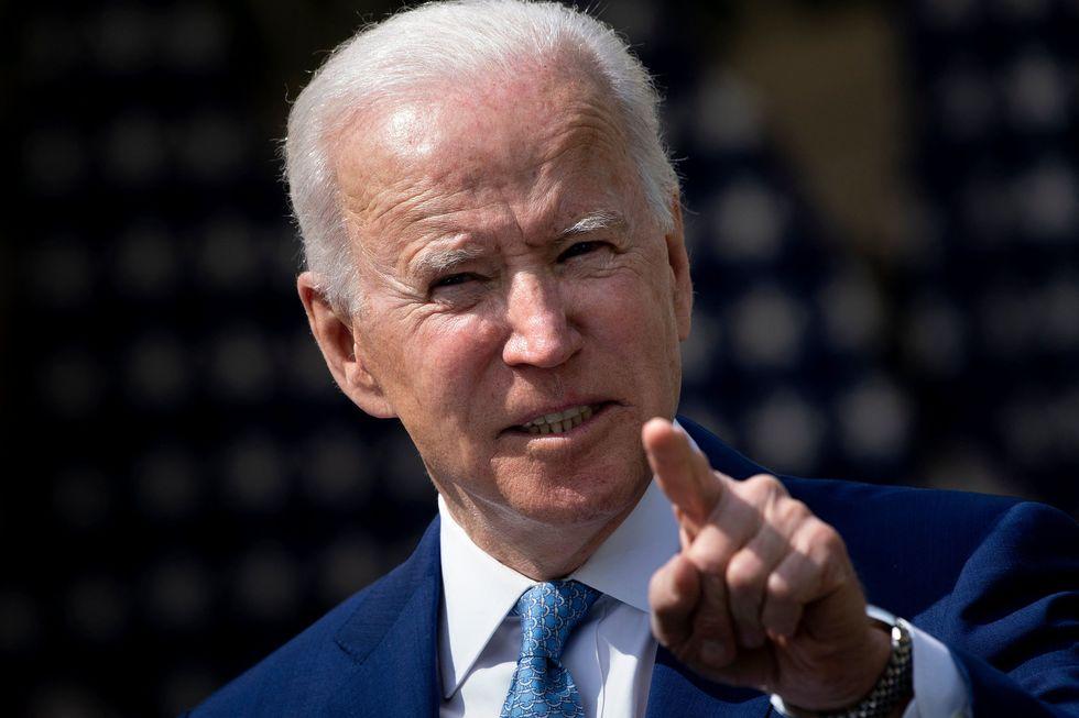 Biden tenta controlar venda de armas