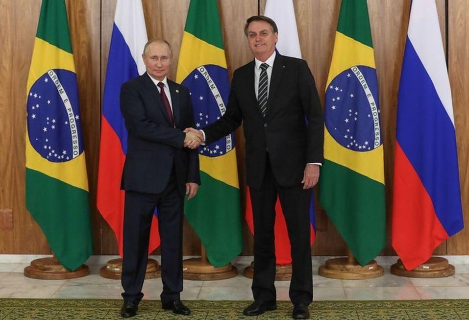 Bolsonaro vai em busca da vacina russa