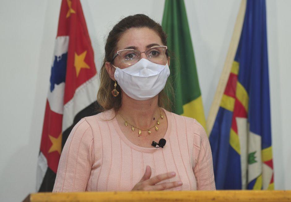 No destaque, a prefeita Fabíola Alves (PSDB), primeira mulher a ocupar tal cargo na cidade. Ela já havia sido a primeira vereadora do município. Crédito da foto: Divulgação