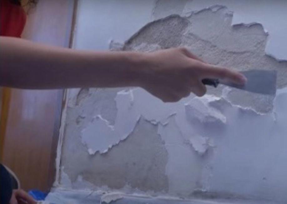 Como consertar parede estufada e descascada pela umidade