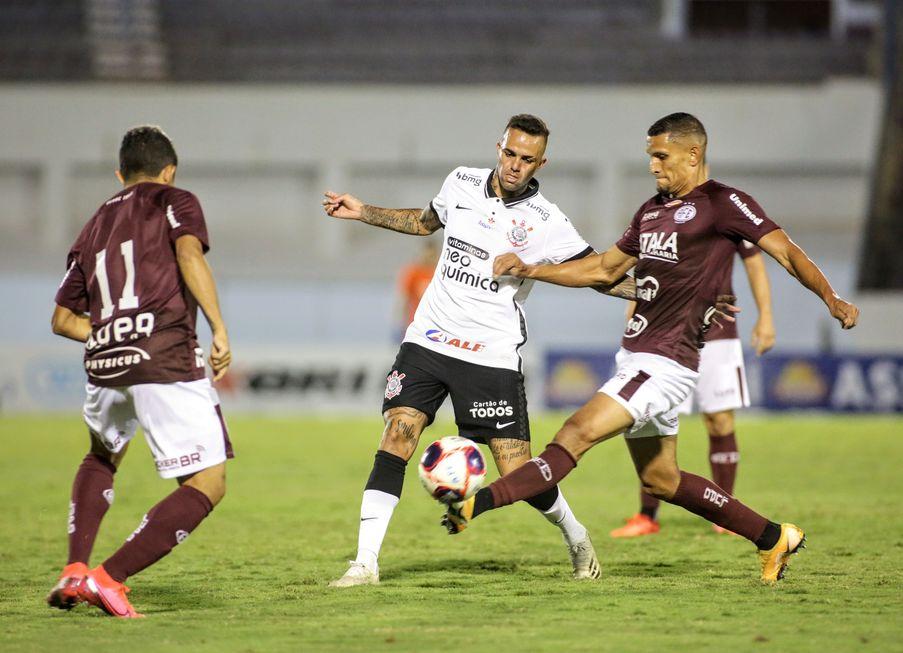 Corinthians cede virada à Ferroviária: 2 a 1