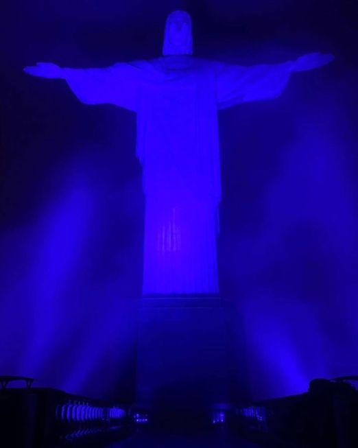 Cristo Redentor fica azul no Dia do Autismo