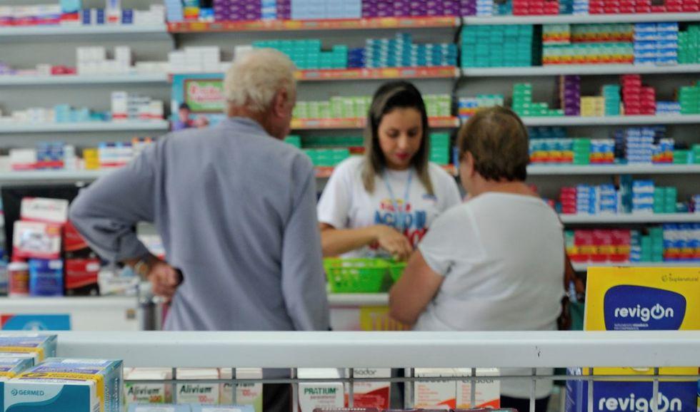 Está faltando medicamentos nas farmácias