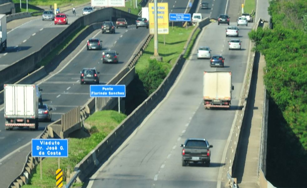 Fluxo nas rodovias pedagiadas cai 12,6%