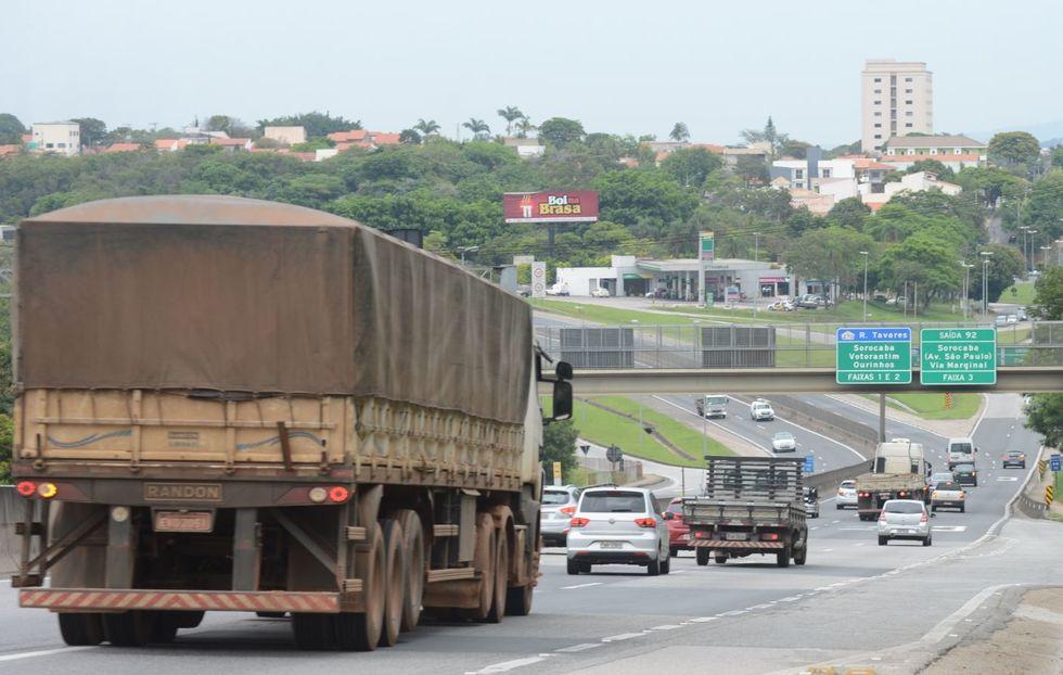 IBGE: volume de serviços sobe 3,7% em fevereiro