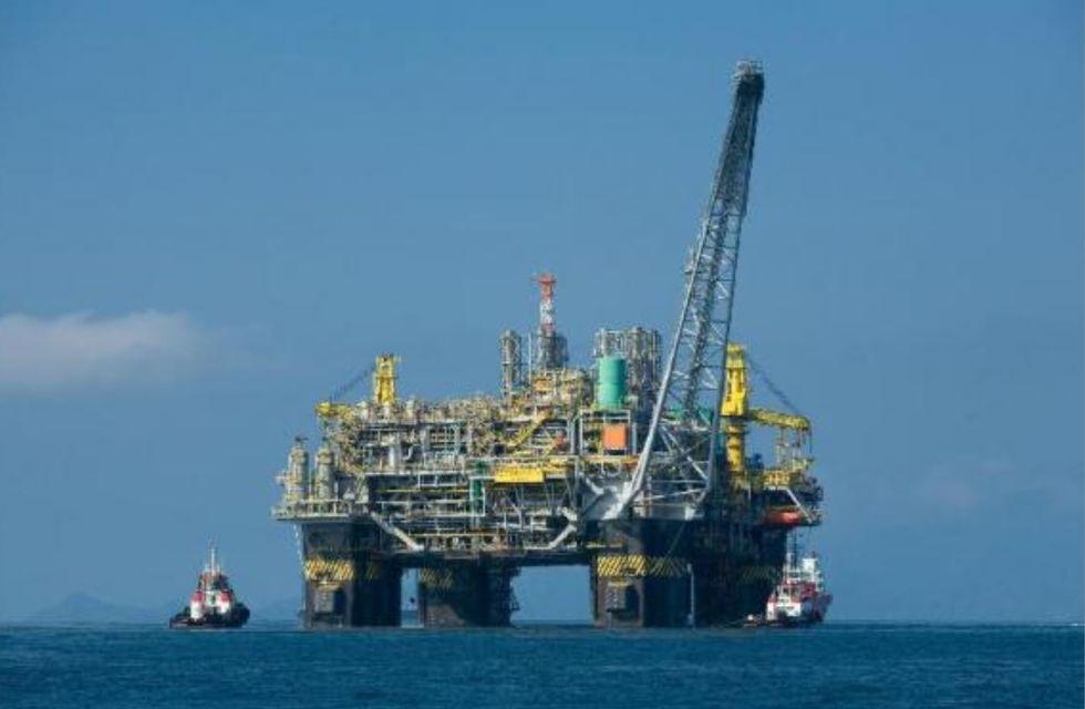 Produção de petróleo recua em fevereiro