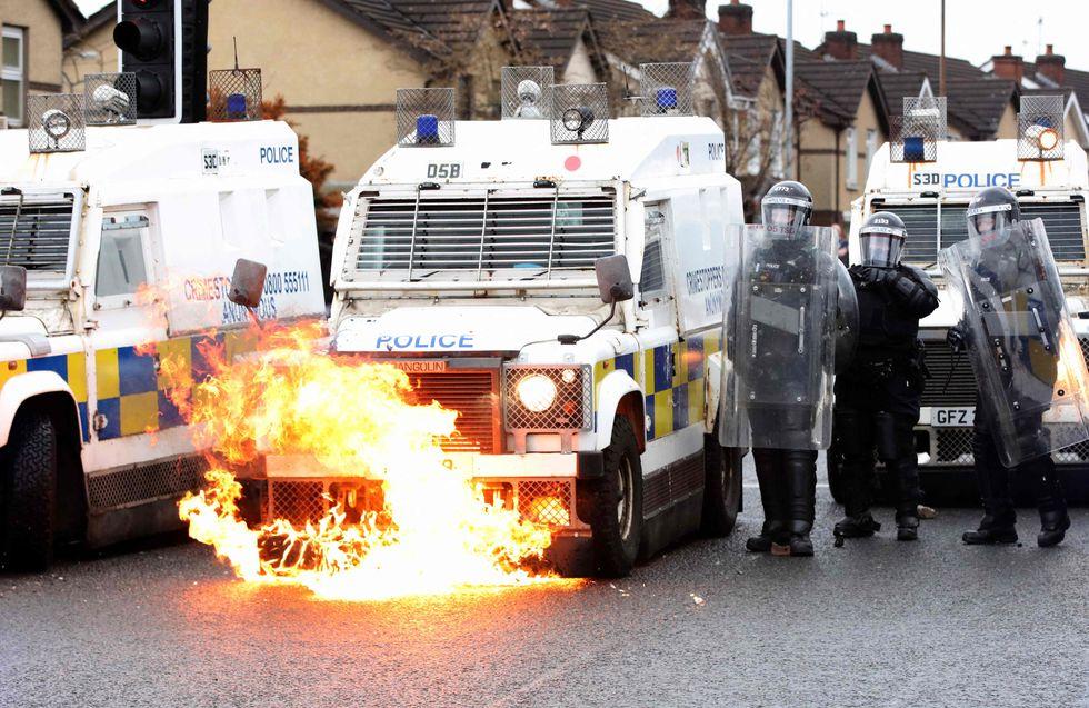 Violência sectária retorna a Belfast