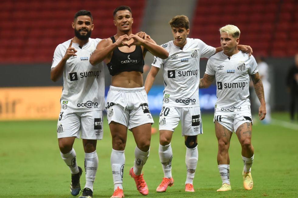 Santos passa à fase de grupos da Libertadores